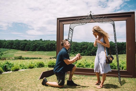 man proposes to woman